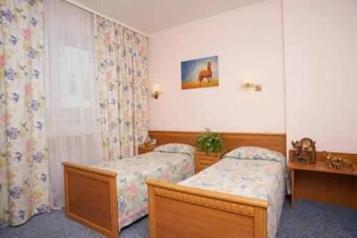 готель Old Port