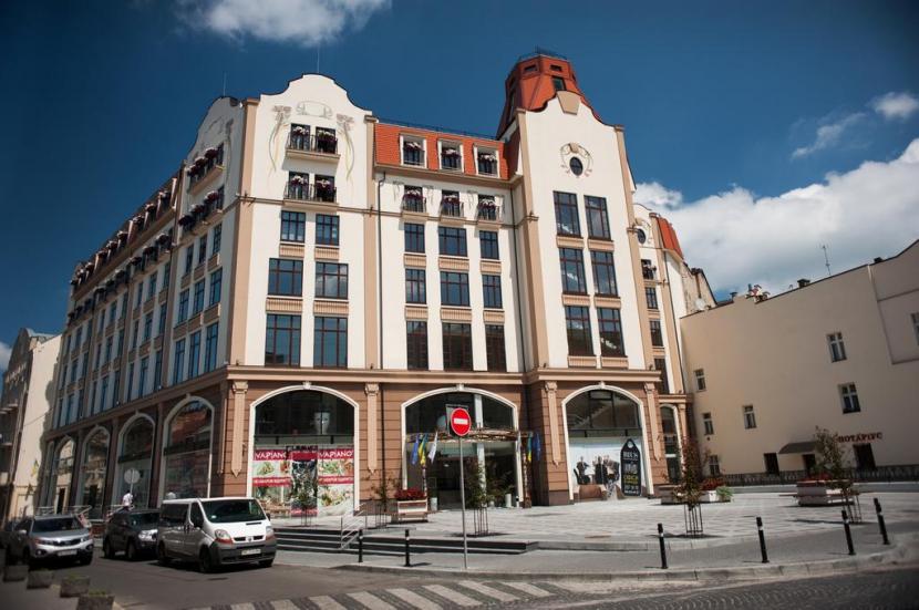 готель Rius