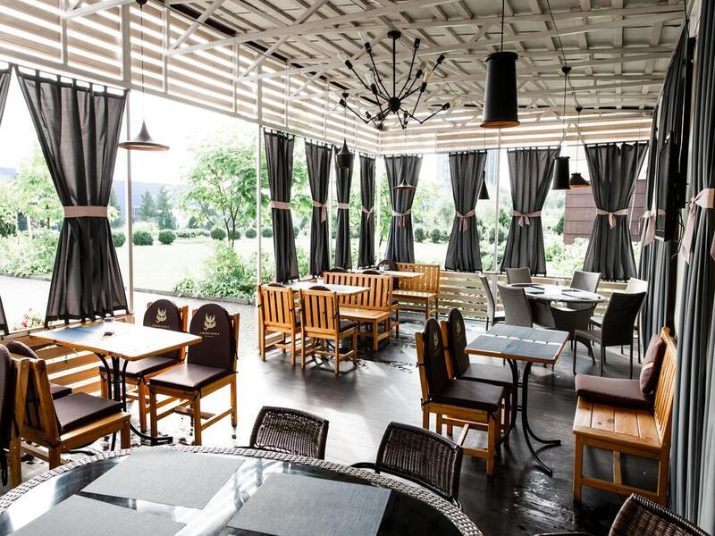 """Отель """"Ramada Lviv"""""""