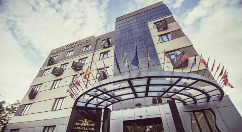 готель Ambassador Plaza