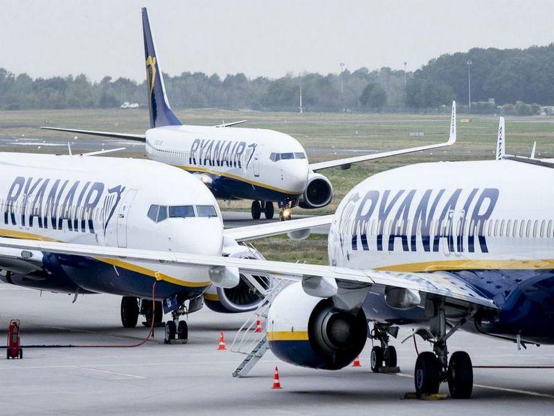 Українці можуть літати Ryanair без перевірки віз