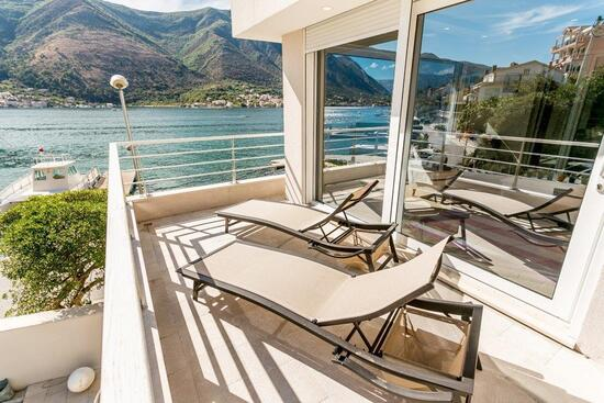 Villa Luna- luxury villa on the beach (Котор)